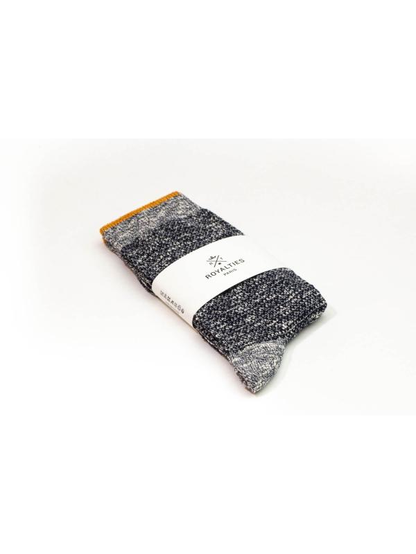 Chaussettes bicolores marine et écrues avec filet ocre sur le bord côtes