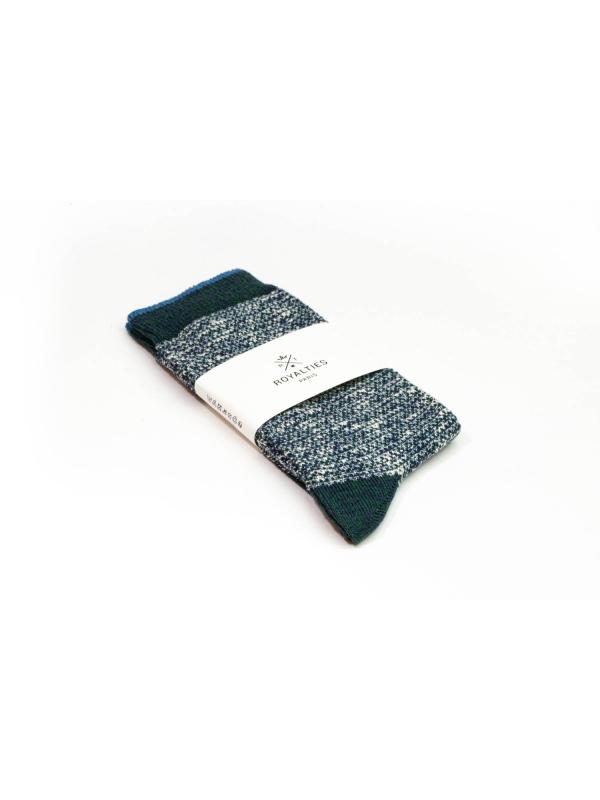 Chaussettes bicolores vertes et écru avec filet bleu sur le bord côtes