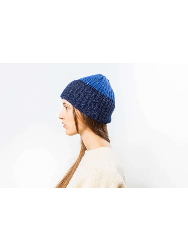 Bonnet brillant en color block dans des tons bleus