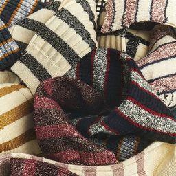 Full stripes ❤️  Pour les addicts de rayures, testez nos modèles de chaussettes en coton à côtes. En fils flammés ou en mélange lurex, leur look évoque les chaussettes de cricket & des fraternités ivy. ________________  #preppysocks #ivyleaguestyle #stripedsocks #madeinfrance #royaltiesparis #chaussettes #qualitysocks #fancysocks #midweightsocks