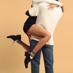 Parfois une paire de #socquettes peut #twister un #look. Celles-ci sont ornées de #rayures et sont portées avec les très jolies Saxo de @paraboot_official. Le combo vous plaît ?  Amazing as a tiny pair of socks can twist a proper look. These ankle striped socks are worn with the beautiful Saxo from @paraboot_official. How do you like this combo?  #royaltiesparis #chaussettes #madeinfrance #socks