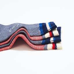 Nos chaussettes en coton recyclé ♻️ seront aussi douces avec vous 🧔🏽♂️👩🏻🦰 qu'avec la Planète 🌎  Découvrez notre gamme de chaussettes, belles et eco-friendly, totalement tricotées en coton recyclé.  💡 Le saviez-vous ?  - 1kg de coton recyclé ne nécessite pas d'eau du tout.  - Le fil de coton recyclé ne génère presque pas de CO2 lors de sa transformation.  Bénéficiez de 20% à -30% sur la plupart de nos modèles Femme et Homme.  N'attendez pas trop, les quantités sont limitées ⏳  ——————  🧦 Disponible sur notre E-Shop (lien dans notre bio) et dans toutes nos boutiques 🌍 Livraison worldwide 🇫🇷 Fabrication française  📦 Livraison offerte à partir de 50€ d'achat  ——————  #royaltiesparis #sustainability #cotonrecycle #recycledcotton #socks #chaussettes #fabricationfrancaise #madeinfrance #savoirfaire #qualité #soldes