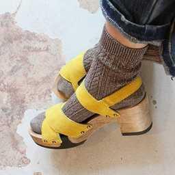 Une belle idée de combo #chaussettes / #sabots pour le printemps qui arrive. Merci @chho_copenhagen 👌🏻 A stylish mid-season combo featured at @chho_copenhagen ✨🙌🏻😍 #royaltiesparis #socks #madeinfrance #cablesocks #lurexsocks #stylishsocks