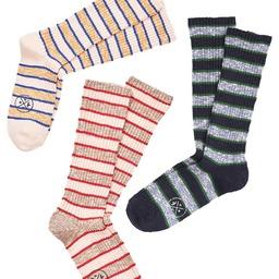 King of Stripes  Changement de saison et de coloris pour nos rayures midweight. Elles sont en côtes, loose et tricotées dans des fils flammés italien... Vous allez les adorez ! Les nouveaux combos arrivent bientôt sur le site 😎 _______________  #stripes #rayures #royaltiesparis #chaussettesrayées #preppysocks #preppystyle #midweightsocks #madeinfrance #madeinparis