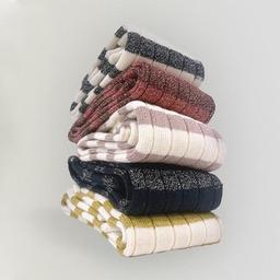 Stripes Collection  Decouvrez nos chaussettes en côte derby, tricotées en 2 bouts, pour elle. Le coton de la rayure est mélangé avec un fil de lurex pour apporter une touche de lumière à ce modèle plus masculin. ___________________  #tomboy #tomboysocks #chaussettesrayées #royaltiesparis #madeinfrance #rayures #qualité