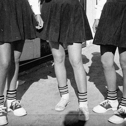 Retro feet !  Inspiration et collage autour de nos socquettes GENA. Pour toutes les femmes et pour tous les âges. ______________  #heritagesocks #retrosocks #royaltiessocks #athleticsocks #anklesocks #pompomgirl #americansocks #frenchsocks
