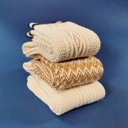 Des jeux de point, des tricotages épais et souples, des coloris naturels, voici un échantillon de notre savoir-faire 🧦 Vintage stitches, midweight and soft knitting, natural colors, here is a sneak preview of our savoir-faire ✨ #royaltiesparis #socks #savoirfaire #qualitysocks